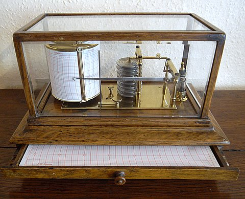 Click here to see more detail of an early 20th century barograph in oak case