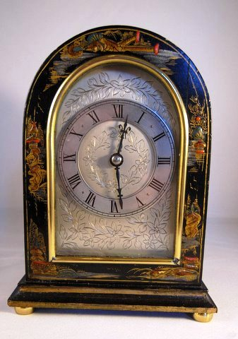 Small mantel clock in decorated chinoiserie case